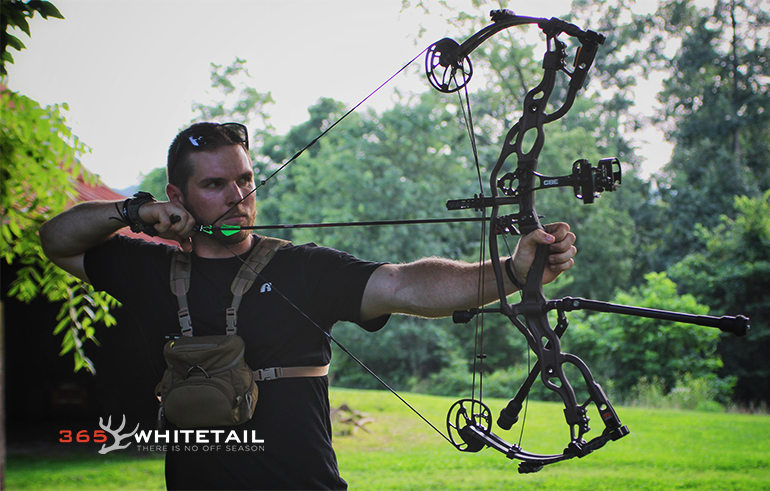 Bowhunting athlete